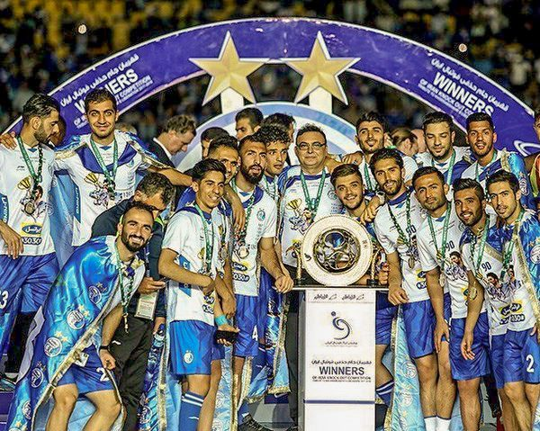 Esteghlal_championship_in_the_2017–27_Hazfi_Cup
